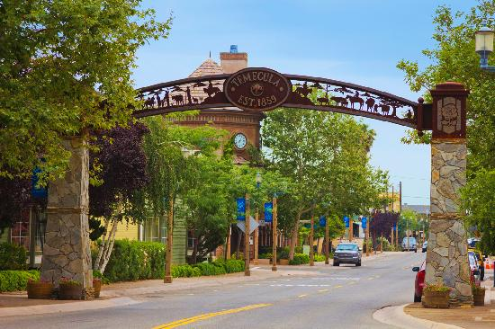 Old_Town_Temecula_Entrance